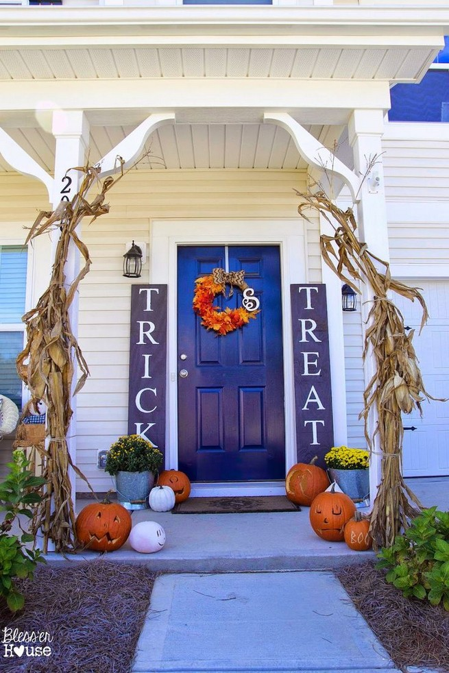 19 Amazing Halloween Porch Ideas 24