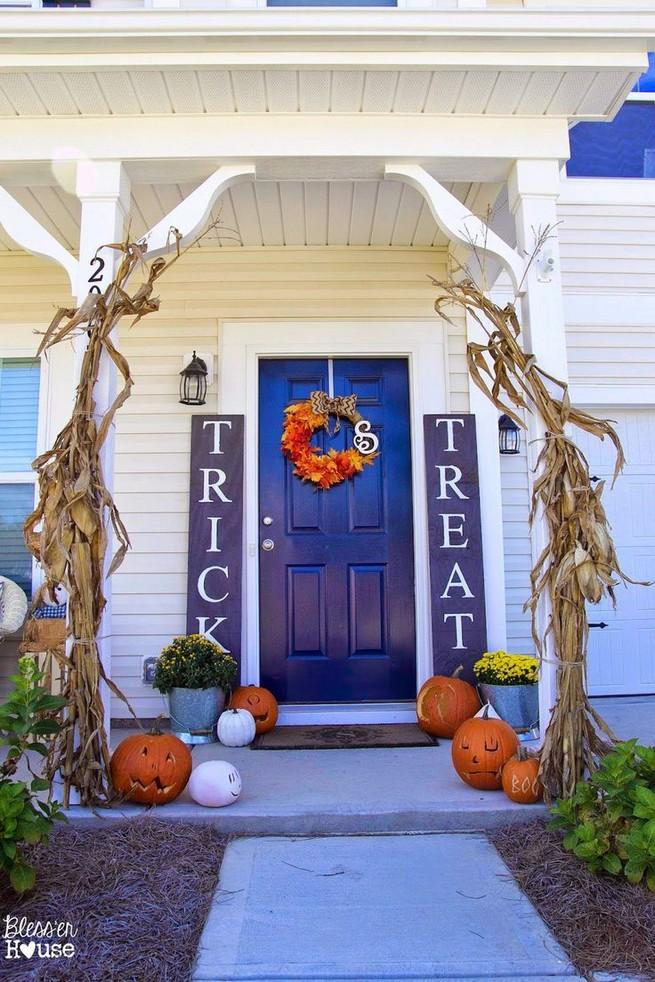 19 Amazing Halloween Porch Ideas 24