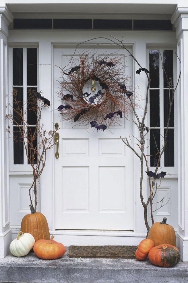 19 Amazing Halloween Porch Ideas 38