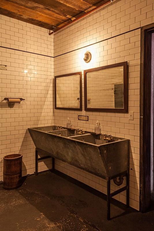 19 Captivating Public Bathroom Design Ideas 46