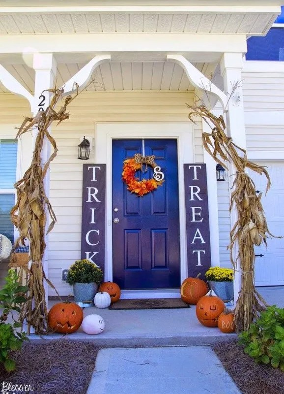 19 Cozy Outdoor Halloween Decorations Ideas 33