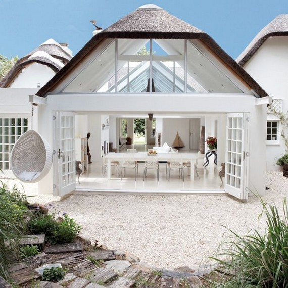 19 Stunning Indoor And Outdoor Beach Dining Spaces Ideas 15