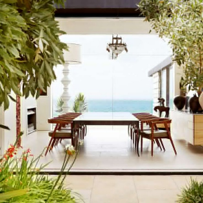 19 Stunning Indoor And Outdoor Beach Dining Spaces Ideas 59