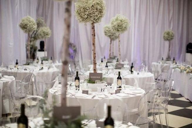 20 Elegant White Winter Wonderland Themed Decoration Ideas 24