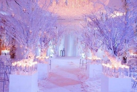 20 Elegant White Winter Wonderland Themed Decoration Ideas 50