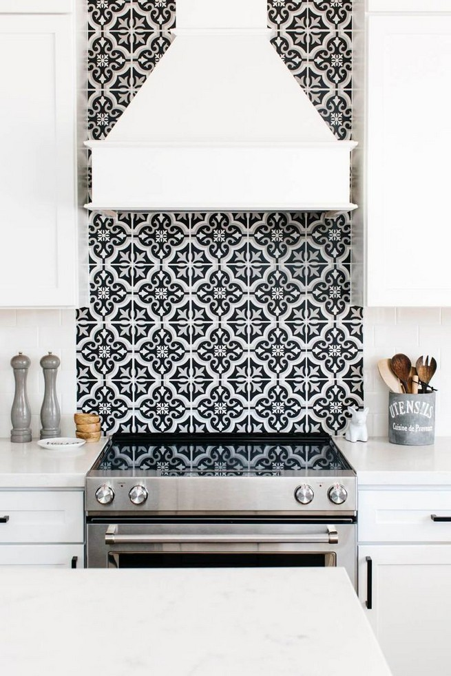 21 Inspiring Black And White Wall Design Ideas For Kitchen 02
