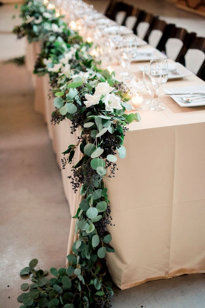21 Romantic Rustic Winter Wedding Table Decoration Ideas 06
