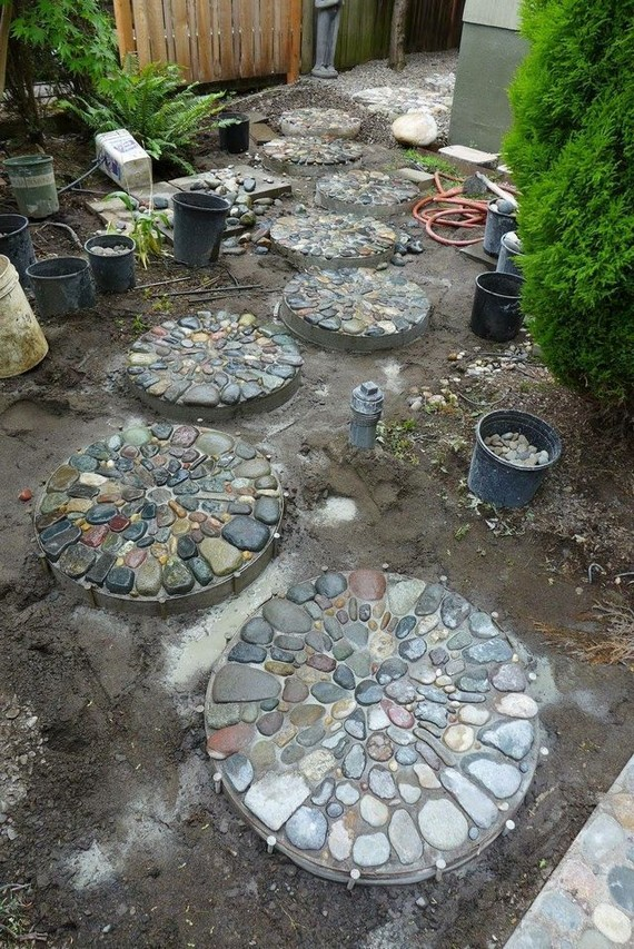 22 Unique Garden Stepping Stone Ideas 40