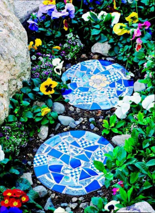 22 Unique Garden Stepping Stone Ideas 51