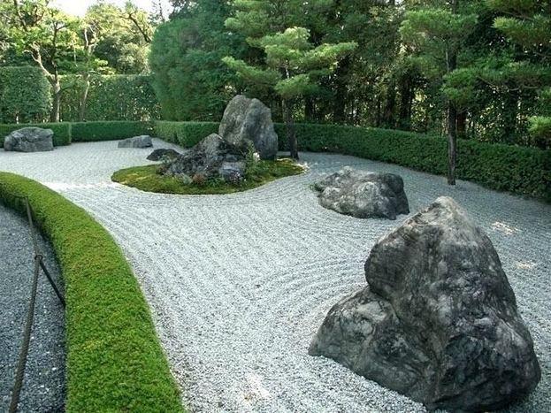 15 Elegant Front Sidewalk Landscaping Ideas 36