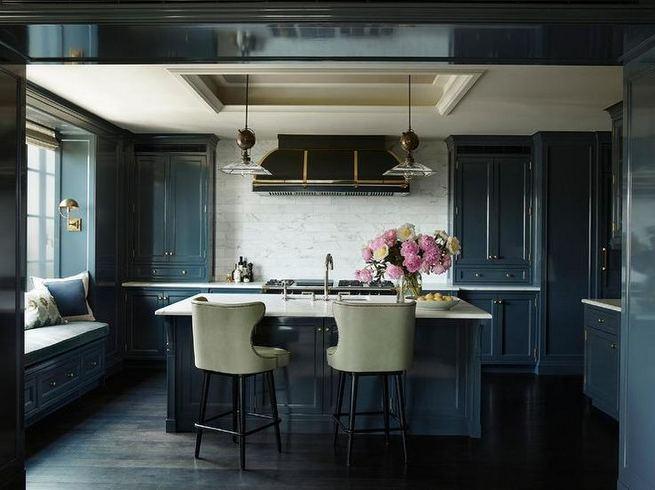 21 Gorgeous Dark Blue Kitchen Cabinets 24
