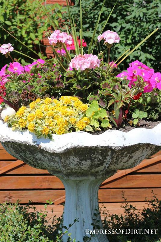 13 Brilliant Flower Pots Ideas For Your Garden 33