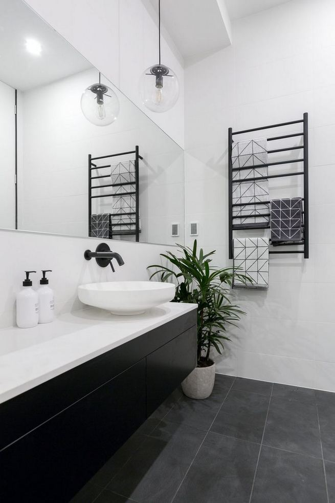 15 Awesome Black Floor Tiles Design Ideas For Modern Bathroom 26