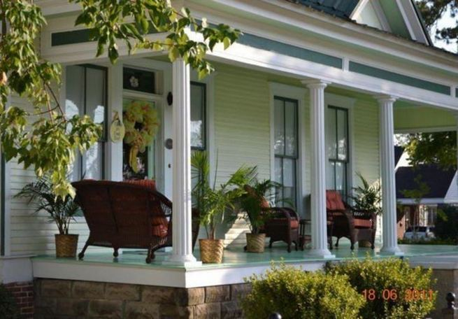 16 Best Alluring Farmhouse Front Porch Decoration Ideas 36