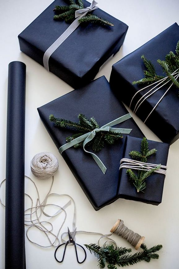 13 Stunning Black Christmas Decorations Ideas 09