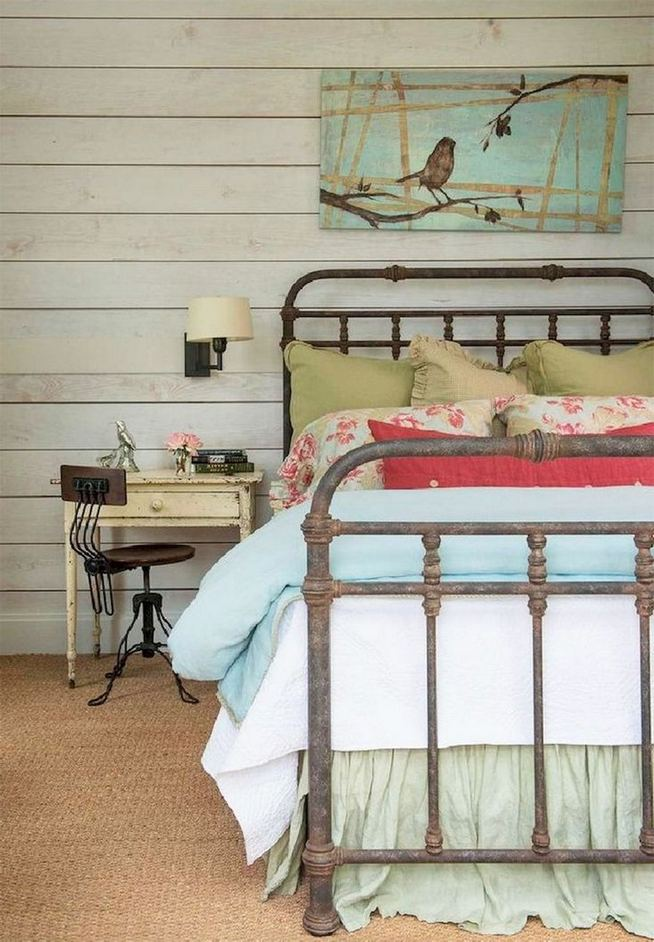 16 Comfy Farmhouse Bedroom Decor Ideas 14
