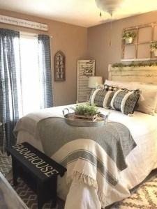 16 Comfy Farmhouse Bedroom Decor Ideas 25