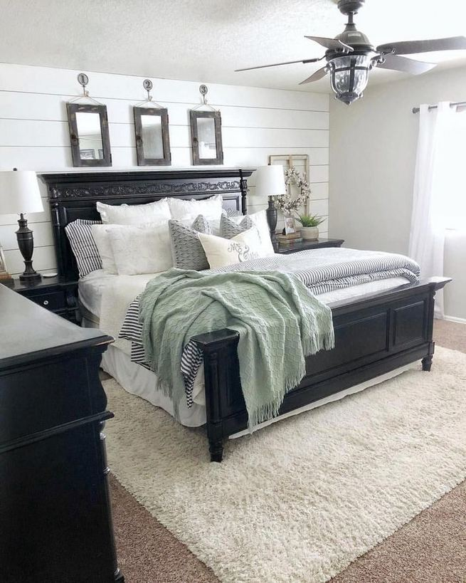 16 Comfy Farmhouse Bedroom Decor Ideas 40