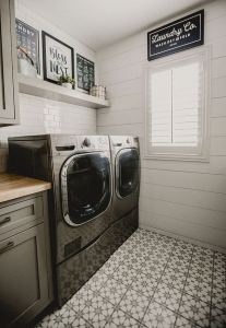 12 Beautiful Laundry Room Tile Pattern Design Ideas 33