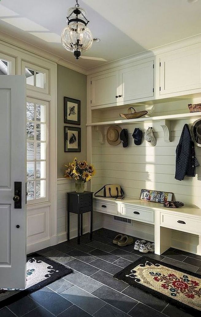 12 Stunning Rustic Small Mudroom Entryway Decor Ideas 01