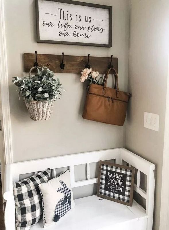 13 Amazing Farmhouse Entryway Decoration Ideas 07