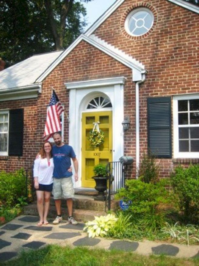 13 Fantastic Yellow Brick Home Decor Ideas For Front Door 11