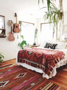14 Brilliant Bohemian Bedroom Design Ideas 24