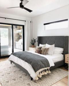 16 Minimalist Master Bedroom Decoration Ideas 08