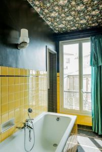 16 Unusual Modern Bathroom Design Ideas 06