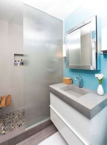 16 Unusual Modern Bathroom Design Ideas 11