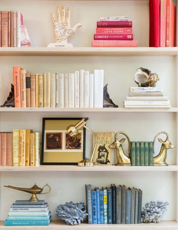 17 Bookshelf Organization Ideas – How To Organize Your Bookshelf 09