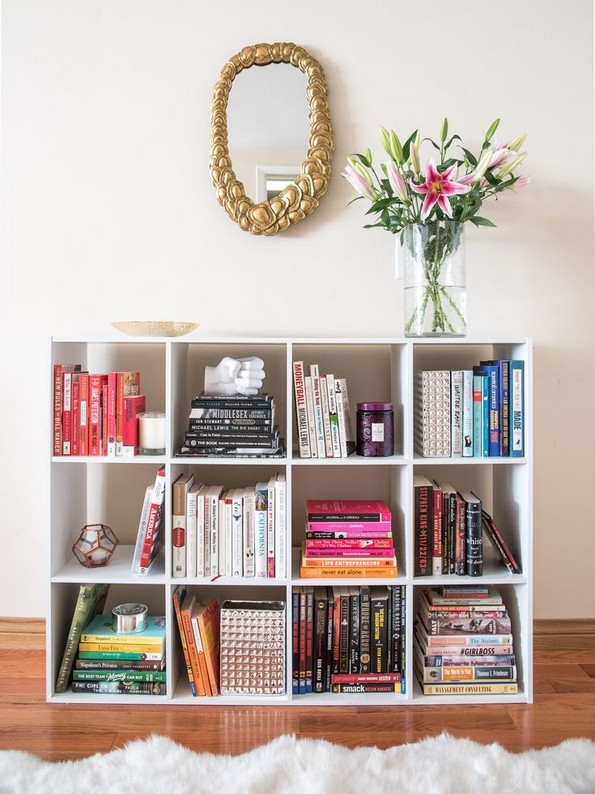 18 Bookshelf Organization Ideas 03
