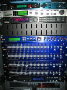 Rack regia audio analogica del service audio di BL Acoustics