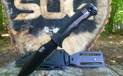 A quick look at the SOG SEAL Strike fixed blade knife
