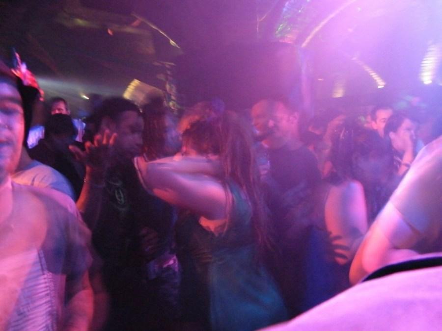 dancing-206740_1280