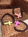 unas pulseras hechas con cruces grandes de varios colores y bolitas negras, que ahora para el verano quedan bien chulis ;)