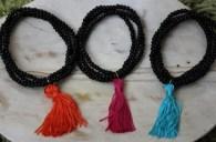 """Este año se lleva mucho es estilo flamenco el """"Flamencool"""" y en Lo Ambulante más chic, no podía faltar el toque flamenco, así que hicimos estas pulseritas, realizada con borlas muy sencilla, pero super vistosas."""