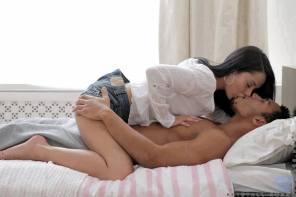 me beija na cama