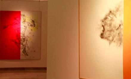 Tomás Sivera Vallés nos muestra la figura humana a través del «fumage» en su colección 'Desplazamientos»