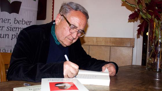 """Vicente Molina Foix: """"Mi novela es un desafío a la muerte"""""""