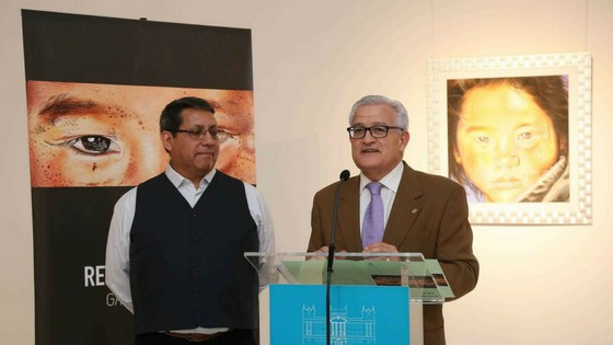 Galo Cabezas presenta sus «Retazos de vida» en la sala de exposiciones de la Diputación de Alicante