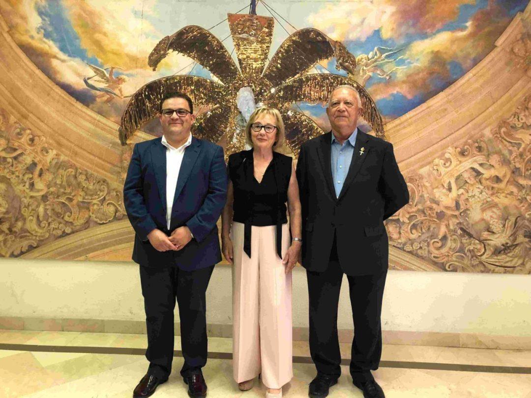 Portaestandarte María del Carmen Martínez Romero y Electos Gaspar Agulló y José Manuel Sabuco