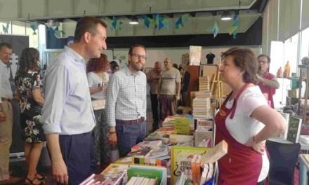 El alcalde y el edil de Promoción Económica inauguran Elx Tendències: Del arte y del ocio