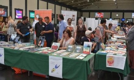 Los-as escritores y escritoras de Alicante salen en busca de lectores viajeros