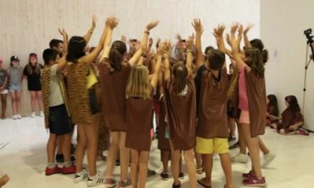 Medio centenar de niños y niñas han participado en julio en el Aula d'Estiu del MACA