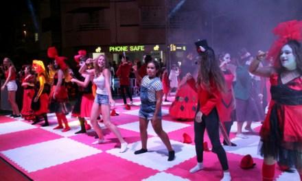 Els Escacs Vivents de Xàbia: una proposta de teatre clàssic amb Alicia en el país de les meravelles