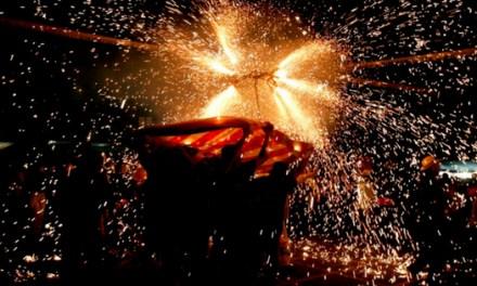 """Hoy se celebra la bajada del cristo y la """"Nit del Foc i Rellamps"""" en la que se dispararán más de 120 kilos de pólvora"""