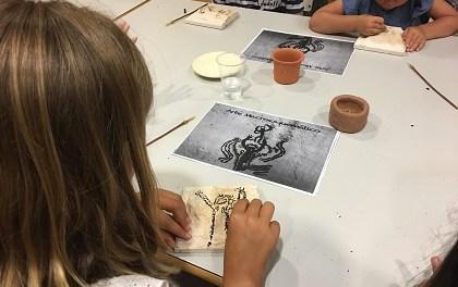 El MARQ i l'Obra Social 'La Caixa' reiteren per tercer any el seu compromís per acostar l'arqueologia als escolars