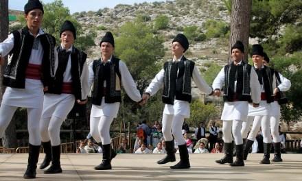 Finalitza un festival de folklore a Villena que la pluja no ha pogut refredar