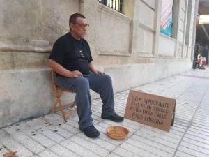 """Performance """"Límites sociales en el territorio urbano"""" del artista Manuel A. Velandia. Foto: Juanjo Cervetto"""